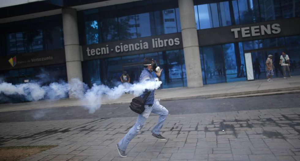 Venezuela: Duros enfrentamientos en calles de Caracas [FOTOS] - 24