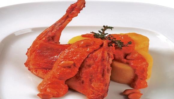 Cuyes o conejo en salsa de maní