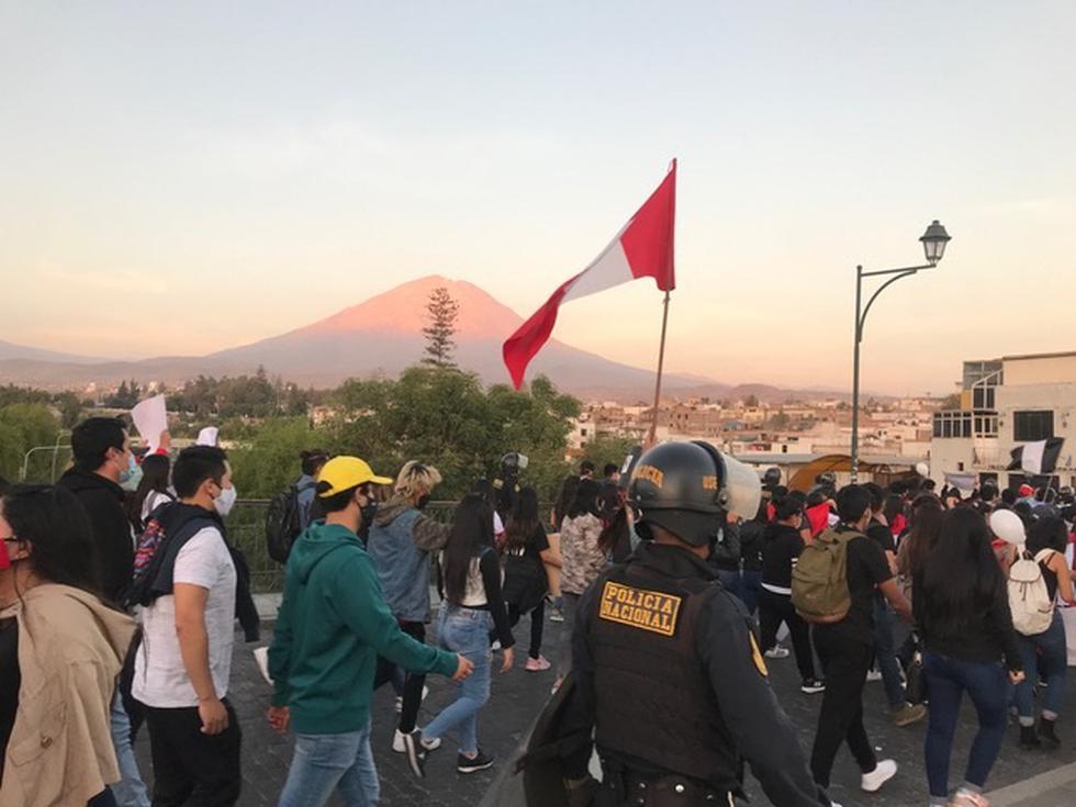 Jóvenes arequipeños marcharon para exigir justicia por Inti y Bryan. (Foto: Zenaida Condori)