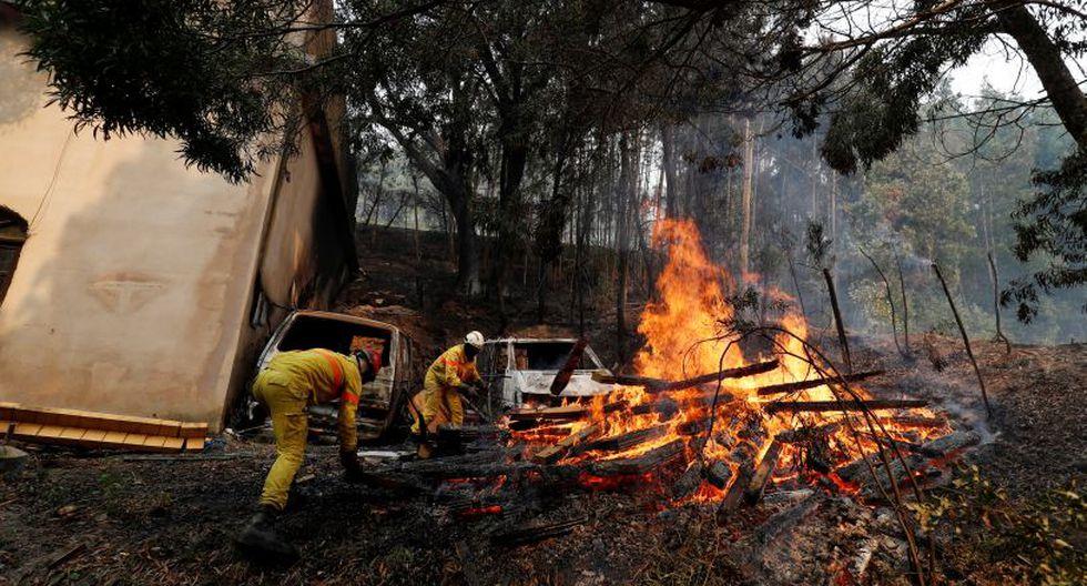 Más de 1.150 bomberos intentaban el lunes apagar un incendio en la región turística del Algarve, al sur de Portugal, que hasta ahora ha dejado 25 heridos y provocado la evacuación de viviendas y hoteles. (Foto: Reuters)