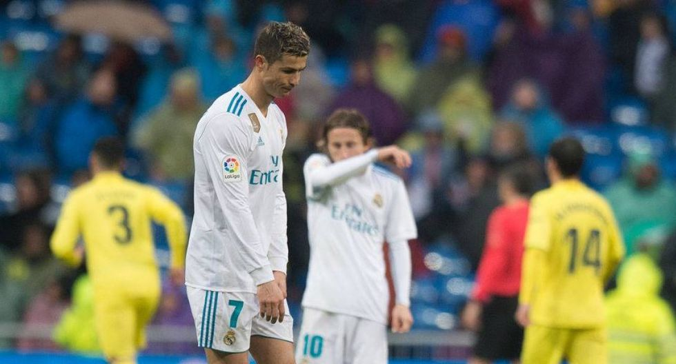 """""""En el papel no parecen haber razones para que el Real Madrid, con las mismas figuras que hace dos años, deambule a media tabla a más de una decena de puntos detrás de sus rivales"""". (Foto: AFP)"""