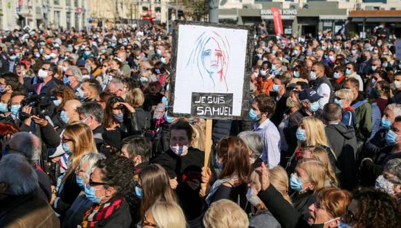 Decenas de miles de personas salieron a las calles en distintas ciudades de Francia para honrar la memoria del profesor y defender la libertad de expresión. (Getty Images).