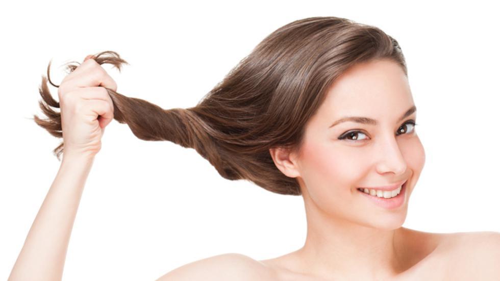 La revista Vogue revela las claves para cuidar el cabello graso. Este tipo de cabello se caracteriza por una excesiva producción de grasa capilar que puede deberse a motivos internos como externos. (Foto: Shutterstock)