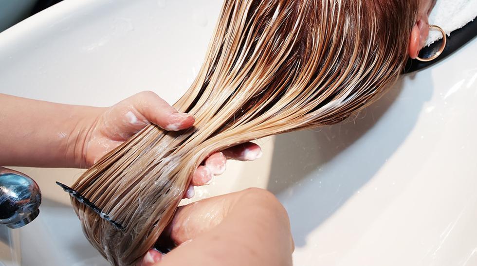 Una solución para cabello extremadamente maltratado papel