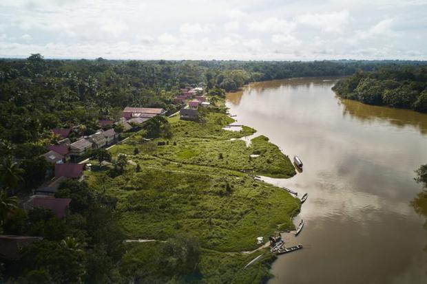 La carretera Iquitos Saramiriza es una de las obras viales en proyecto en la Amazonía de Perú. Foto: DAR.