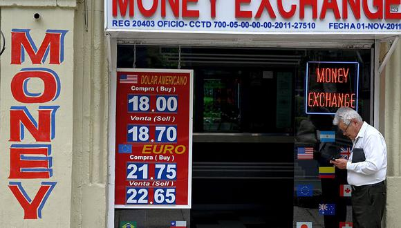 Hoy el precio del dólar se situaba en 22,3301 pesos mexicanos. (Foto: AFP)