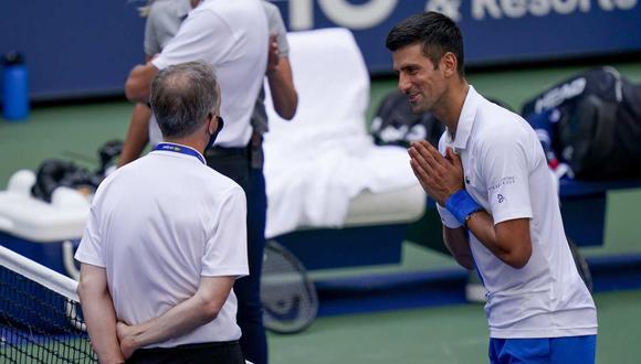 El diálogo entre Novak Djokovic y el supervisor del US Open. (Foto: AP)