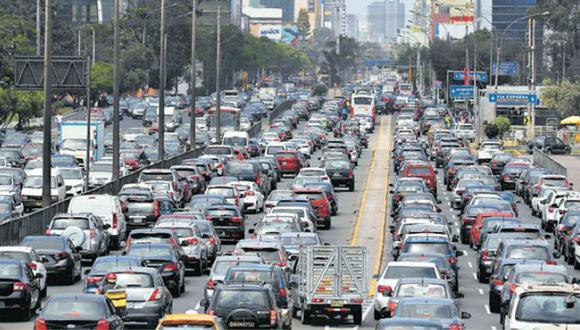 Hasta el tráfico vehicular podría mejorar si todos los autos con medida cautelar (orden de captura) salieran de las calles. Sin embargo, en Lima solo hay 8 depósitos y la mayoría están llenos. (Foto: EFE)