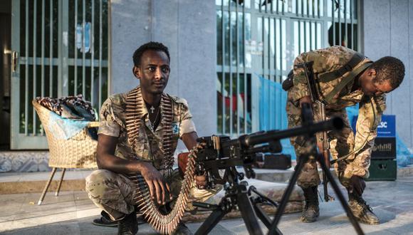 Miembros de las Fuerzas Especiales de Amhara en un campamento improvisado en Humera, Etiopía, el 22 de noviembre de 2020. (Foto: EDUARDO SOTERAS / AFP).