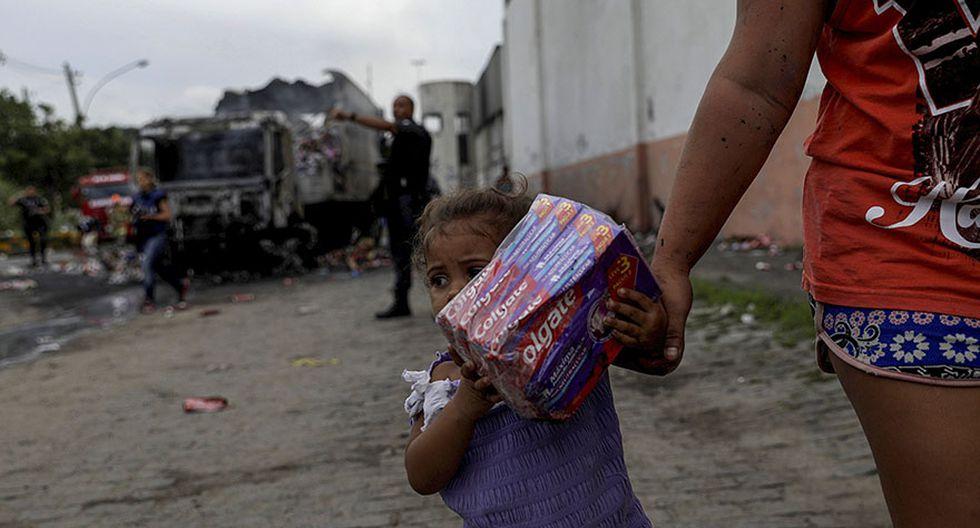 Brasil: Incendian y saquean vehículos en pleno corazón de Río - 6