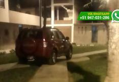 Los Olivos: ingresa a parque y estaciona en medio de jardines