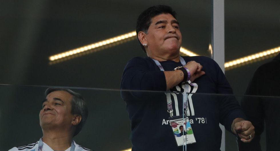 La camiseta de Gimnasia con la 10 y el nombre de Diego Maradona. (Foto: AP)