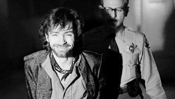 Diciembre de 1970. Charles Manson, líder de la secta criminal conocida como la familia Manson, durante el juicio por el asesinato a la actriz Sharon Tate y otras siete personas en Los Ángeles. [Foto: AP]