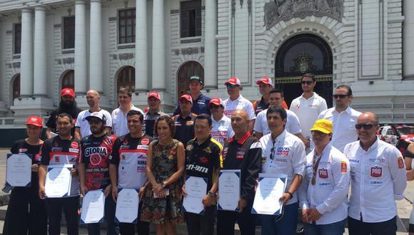 El Congreso de la República realizó homenaje a pilotos peruanos que compitieron en el Dakar 2019. (Foto: Facebook Alexis Hernández)