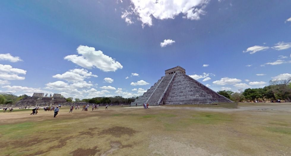 En el estado de Yucatán se halla la ciudad maya más popular del globo. A través de www.artsandculture.google.com recorrerás el templo de Kukulkán, una pirámide de más de 20 m de alto; y el templo de Venus, denominado así por las estrellas que lleva talladas en las esquinas. Este sitio arqueológico es una de las nuevas maravillas del mundo y Patrimonio de la Humanidad desde 1988.