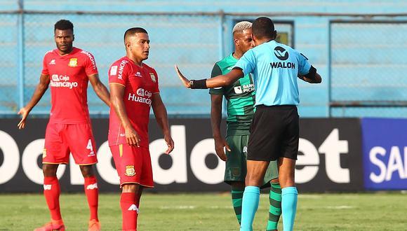 Farfán y Valverde tuvieron un cruce en el campo que fue resuelto en camerinos (Foto: Liga 1)