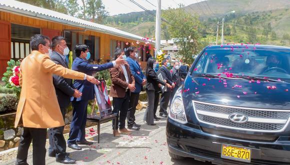 Los consejeros ancashinos despidiendo a quien fuera su colega, el consejero por la provincia de Ocros, Francisco Espinoza Montesinos. (Foto: Gobierno Regional de Áncash)
