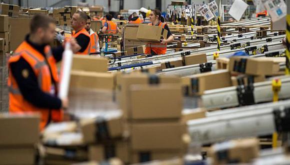 Las compras en línea y la mayor demanda de servicios en la nube impulsaron los ingresos de Amazon en el segundo trimestre.(Foto: AFP)