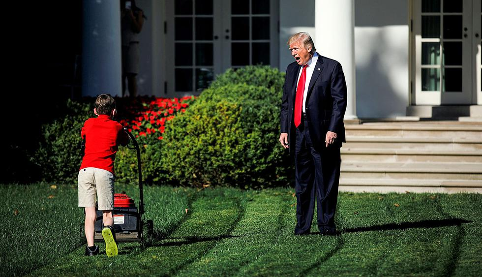 U.S. President Donald Trump welcomes 11-years-old Frank Giaccio as he cuts the Rose Garden grass at the White House in Washington, U.S., September 15, 2017. Frank, who wrote a letter to Trump offering to mow the White House lawn, was invited to work for a day at the White House along the National Park Service staff. REUTERS/Carlos Barria     TPX IMAGES OF THE DAY