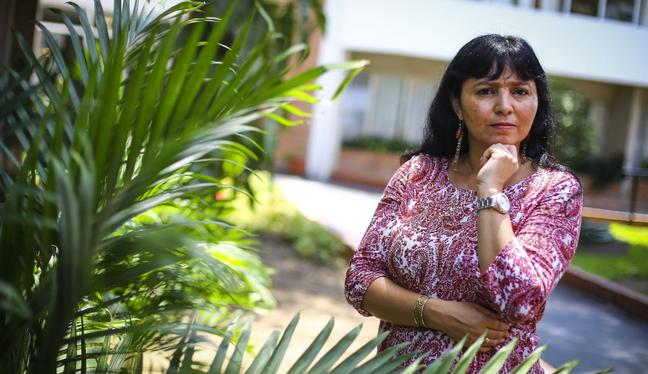"""Mentes Peruanas - EP. 41: Claudia Rosas: """"Aún en pleno siglo XXI combatimos la pandemia con estrategias antiguas""""   PODCAST"""