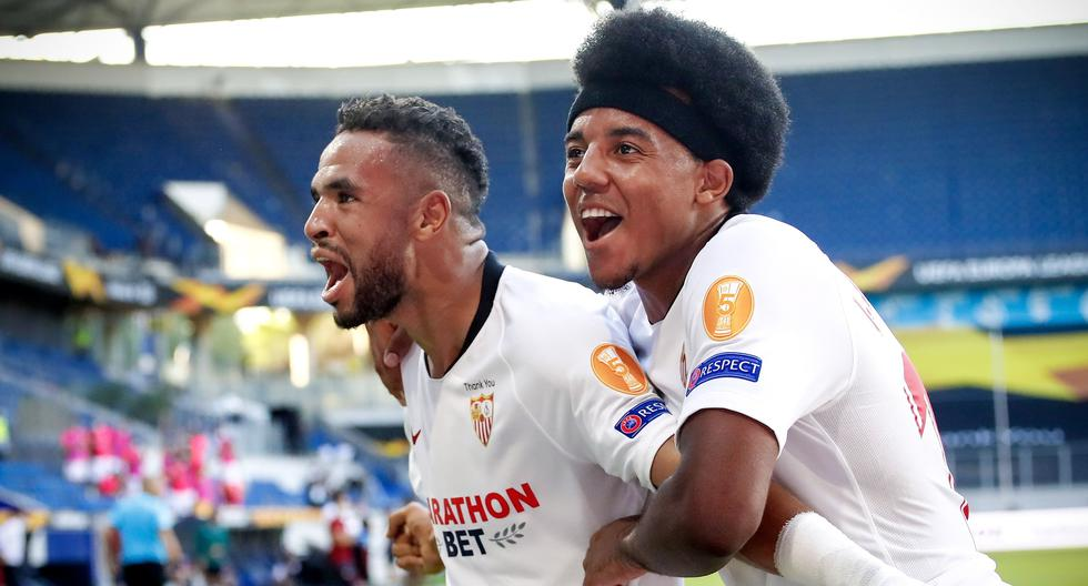 Duisburg (Germany), 06/08/2020.- Sevilla'Äôs Youssef En-Nesyri (L) celebrates with his teammate Jules Kounde (R) after scoring the 2-0 lead during the UEFA Europa League Round of 16 soccer match between Sevilla FC and AS Roma in Duisburg, Germany, 06 August 2020. (Alemania) EFE/EPA/Wolfgang Rattay / POOL