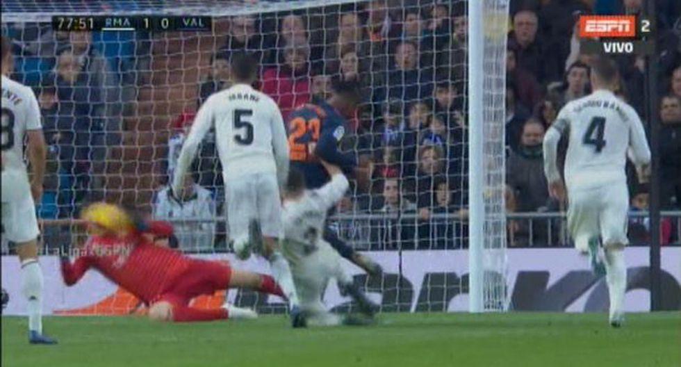 Real Madrid vs. Valencia: el atajadón de Thibaut Courtois que evitó el 1-1 con la cara. (Foto: captura)