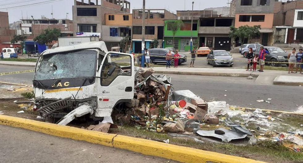 Dos personas murieron y seis resultaron heridas tras el despiste y posterior choque de un camión contra una mototaxi y un vehículo de transporte público en el distrito de Mi Perú, región Callao. (Foto: Municipalidad de Mi Perú)
