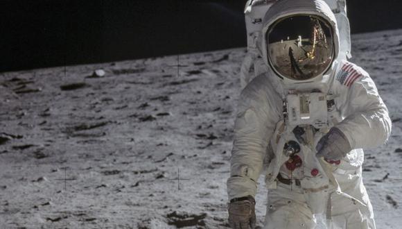 """""""EL ÁGUILA HA ATERRIZADO"""". 'Buzz' Aldrin es fotografiado por Neil Armstrong el 20 de julio de 1969, luego de que ambos empezaran a caminar por suelo lunar sin contratiempos."""