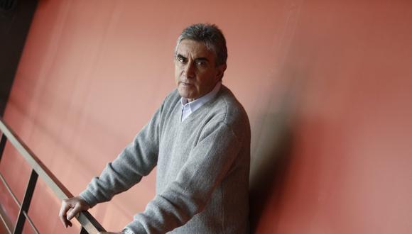 Juan Carlos Oblitas debutó en Universitario de Deportes en 1969  y consiguió tres títulos nacionales. Como técnico, también, salió campeón nacional en 1987. (Foto: El Comercio)