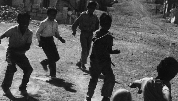 Imagen referencial de niños jugando pelota. (Foto: Archivo Histórico El Comercio)