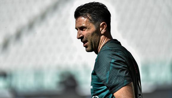 Buffon, de 42 años, superó a Maldini como jugador con más partidos en Serie A