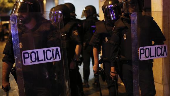 """La policía de Barcelona interviene a 58 personas en una fiesta sin mascarillas convocada bajo el lema """"hoy se lía"""" en plena pandemia de coronavirus. (Foto referencial: PAU BARRENA / AFP)."""