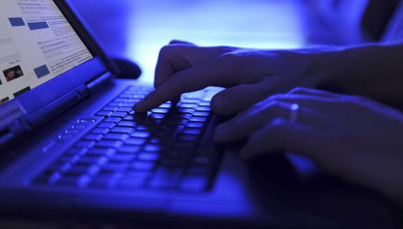 Debate: ¿Debe limitarse el uso de las redes s. en funcionarios?
