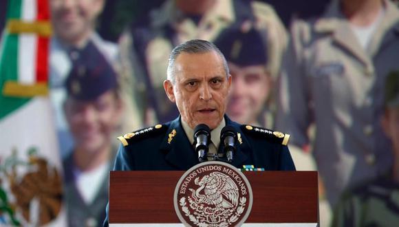 Fotografía de archivo fechada el 18 de febrero de 2013, que muestra al general Salvador Cienfuegos, quien hoy, llego a Ciudad de México tras ser entregado por Estados Unidos. (EFE/ José Méndez ARCHIVO).