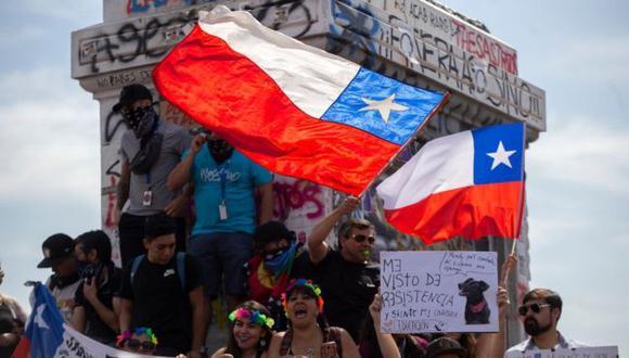 En Chile discuten la fórmula para cambiar la Constitución en medio de un estallido social sin precedentes desde el retorno a la democracia. Foto: Getty images, vía BBC Mundo