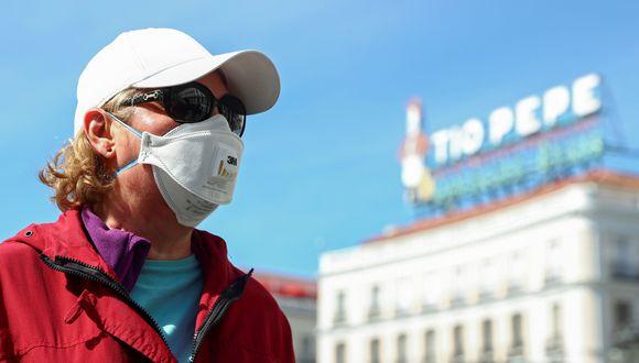 Muchas personas aseguran que al exponerse al sol es una forma de prevenir el contagio por coronavirus.(REUTERS / Sergio Pérez).