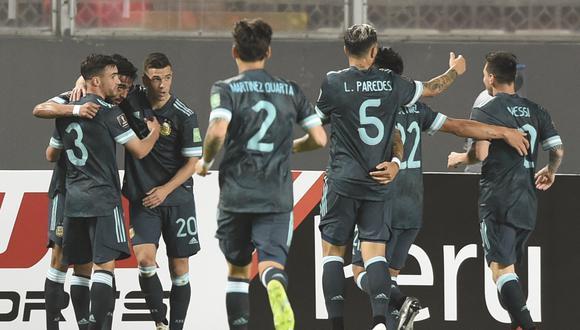 Argentina se quedó con los tres puntos al vencer 2-0 a Perú en Lima. (Foto: AFP)