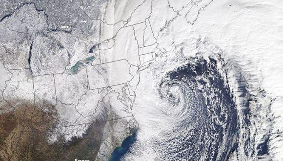 Se puede ver como la tormenta se forma sobre los estados de Carolina del Sur y del Norte, para llegar hasta la zona de New England, en Massachusetts, al noreste de Estados Unidos. (Foto: NASA)