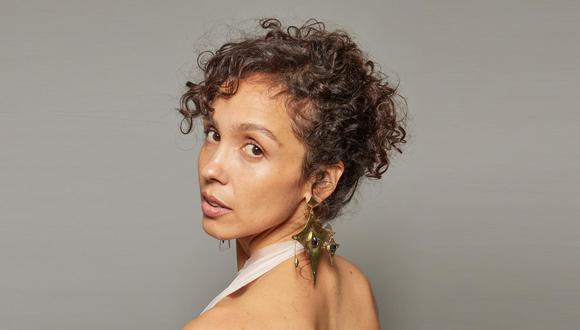 Giovanna Núñez es La Lá, cantautora peruana que ha publicado dos discos. El tercero, Mito, se lanzará este año. La bachata Milagros es su primer adelanto.