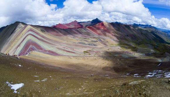 Vinicunca: la montaña de los siete colores que atrae a miles de turistas