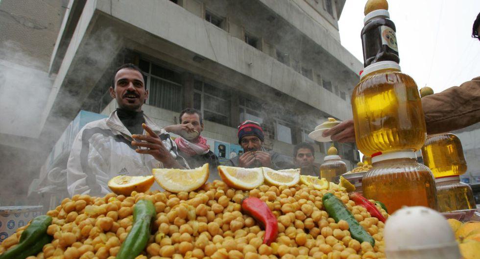 2. Las legumbres como los garbanzos se cocinan más rápido si se dejan remojando unas horas antes (Foto: AFP)