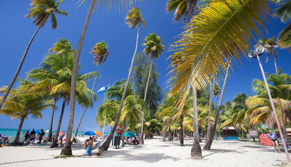 La playa Luquillo tiene zonas para acampar, baños y duchas.(Fotos: istock)