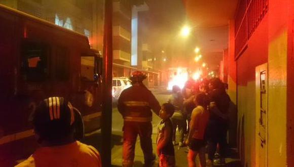 Cercado: controlan incendio en edificio cerca a U. Villarreal