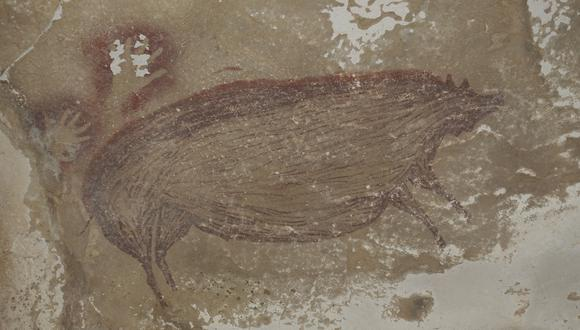 La pintura rupestre tiene una antigüedad de 45.500 años. (Foto: Maxime AUBERT / GRIFFITH UNIVERSITY / AFP)