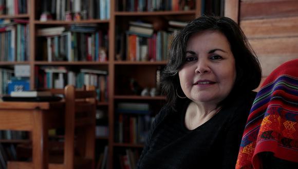 Rocío Silva Santisteban en su domicilio, octubre del 2019. El 15 de noviembre del 2020, estuvo cerca de ser designada presidenta de la República tras la renuncia de Manuel Merino. Foto: Hugo Pérez para El Comercio.