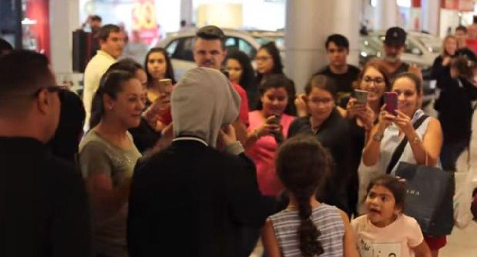 Se disfraza de Justin Bieber y alborota centro comercial