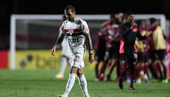 Alves firmó un contrato por tres años y medio con Sao Paulo en agosto de 2019. (Foto: AFP)