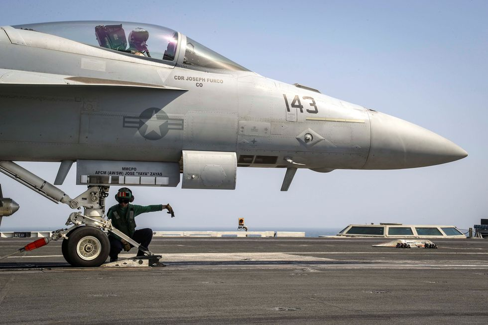 Un Super Hornet F / A-18E en la cubierta del portaaviones USS Abraham Lincoln. (AP).