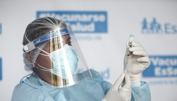Quinto día de vacunación contra el Covid 19 a doctores en el Hospital Edgardo Rebagliati. Foto: Jesus Saucedo / @photo.gec