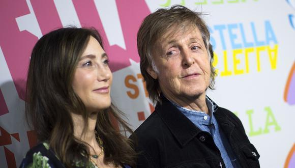 Paul McCartney y su esposa, Nancy Shevell, durante la presentación de una colección de moda en enero del 2018. (Foto: AFP)
